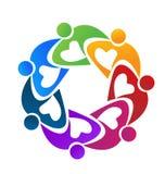 Färgrikt folk för teamwork som tillsammans arbetar