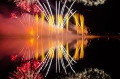 Färgrikt fyrverkeri på natten Royaltyfria Foton