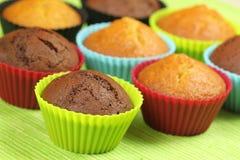 färgrikt gjuter muffiner Arkivbild