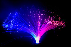Färgrikt glöda blåa och purpurfärgade ljus Royaltyfria Bilder