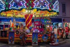 Färgrikt glat går rundan på natten royaltyfria foton