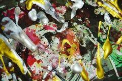 Färgrikt guld- mörker för abstrakt målarfärg - orange vita fosforescerande gröna röda blåa livliga skuggor, abstrakt textur Royaltyfria Foton