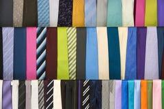 Färgrikt hänga för slipsar Royaltyfri Foto