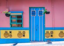 Färgrikt hus - Guatape, Colombia Royaltyfri Foto