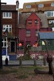 Färgrikt hus i Hastings den gamla staden östliga Sussex UK Arkivfoton