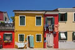 Färgrikt hus i Venedig, Italien Royaltyfria Bilder