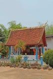 Färgrikt hus på kloster, Laos. Royaltyfri Fotografi