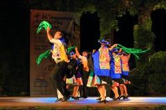 Färgrikt infall klädde traditionella dansare från Peru Royaltyfria Foton