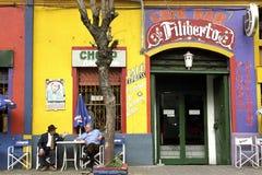 Färgrikt kafé i La Boca, Buenos Aires för semesterortstad Arkivbild