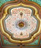 Färgrikt målat trätak i Bardo det nationella museet, Tunis, Tunisien arkivbilder