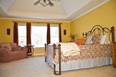 färgrikt modernt för sovrum arkivfoto
