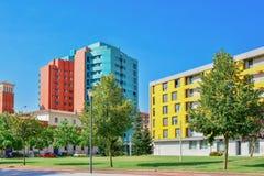Färgrikt modernt område med byggnader Royaltyfri Foto
