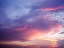 Färgrikt moln och himmel Arkivbilder