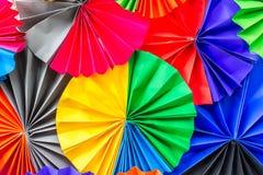 Färgrikt papper för abstrakt regnbåge för bakgrund arkivbild