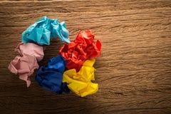 färgrikt papper på trä Royaltyfria Foton