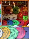 Färgrikt pappers- paraply Arkivfoto