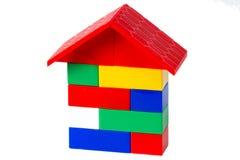 Färgrikt plast- hus för byggnadskvarter på vit 2 Fotografering för Bildbyråer
