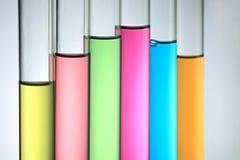 färgrikt provrör Arkivbild