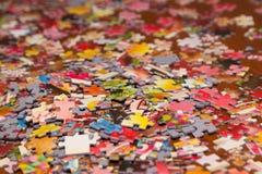 Färgrikt pussel på skrivbordet Royaltyfria Foton