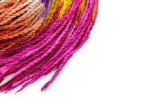 Färgrikt rep för hemslöjdvridning Arkivbilder