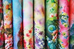 Färgrikt silk tyg Arkivbild