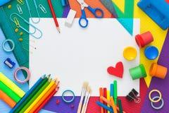 Färgrikt skrivbord med skolatillförsel Top beskådar Royaltyfria Foton