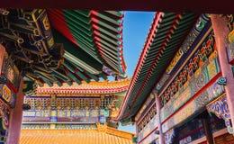 Färgrikt tak av den kinesiska templet, offentlig tempel Fotografering för Bildbyråer