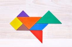 Färgrikt tangrampussel i plan form Arkivbild