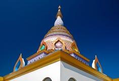 färgrikt tempel thailand Arkivfoton