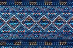 Färgrikt thai silke handcraft peruanskt för stilfiltyttersida upp mer detta motiv & mer backgro för peruanskt band för texti Arkivfoto