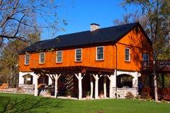 Färgrikt trähus i lantliga Pensilvannia Fotografering för Bildbyråer
