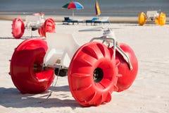 färgrikt trehjulingvatten Arkivfoton