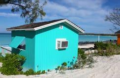 färgrikt tropiskt för strandcabana royaltyfri fotografi