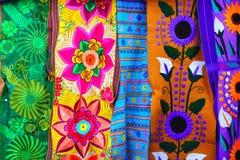 färgrikt tyg handcrafted mexikansk serape Royaltyfri Fotografi