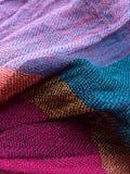 Färgrikt tyg texturerar bakgrund Halsduktexturer Fotografering för Bildbyråer