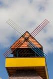 Färgrikt väderkvarnhem Arkivfoto