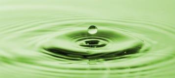 Färgstänk av bevattnar Bevattna tappar Foto av droppe av en droppe i vatten Arkivfoto