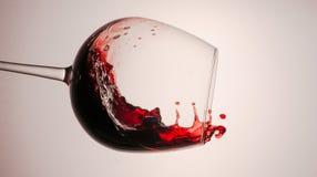 Färgstänk av rött och vitt vin arkivfoto