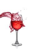 Färgstänk av rött vin i exponeringsglas royaltyfria foton