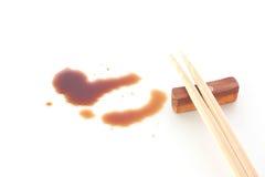 Färgstänk av soya och pinnar på vit bakgrund Royaltyfri Foto