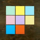Färgstång från pappers- klistermärke på wood bakgrund i fyrkantig ramform Plan design och bästa sikt av manöverenhetsmenybegreppe Fotografering för Bildbyråer