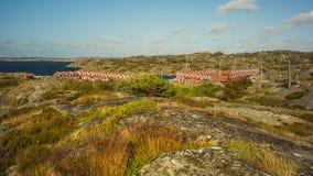 Färgtegelstenhus i en norsk port arkivbild