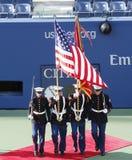 Färgvakten av USA Marine Corps under öppningscermonin av kvinnafinalmatchen för US Open 2013 Royaltyfri Foto
