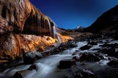 Färgvattenfall av det Qilian berget arkivbilder