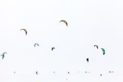 Färgvinter som kiteboarding Arkivfoto