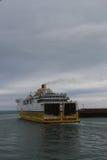 Färja för engelsk kanal som går ut porten på Dieppe, Frankrike fotografering för bildbyråer