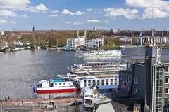 Färja för flod IJ Amsterdam arkivfoton