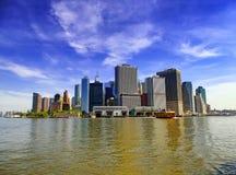 Färja för Staten ö med Lower Manhattanbakgrund royaltyfri foto