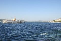Färja i den istanbul bosphorusen, Turkiet Fotografering för Bildbyråer