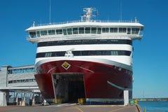 Färja i port av Tallinn, Estland Royaltyfri Fotografi